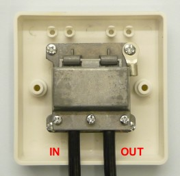 The correct way to split a TV signal at a surface plate (rear view)