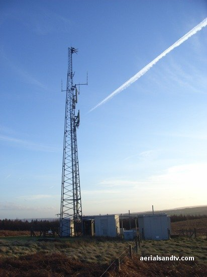 Con trails above Oughtibridge transmitter L8 40kB