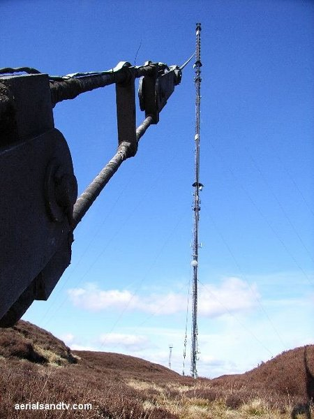 Holme Moss transmitter and stay cable L22 57kB 600pix high