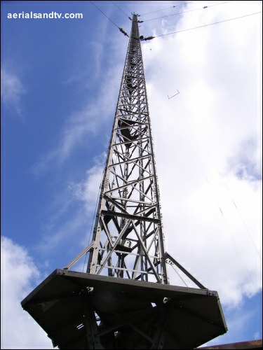 Moorside Edge transmitter - up close (text 500H L10 55kB)