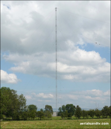 Skelton transmitter, now the tallest in the UK (Belmont page) 540H L5 63kB