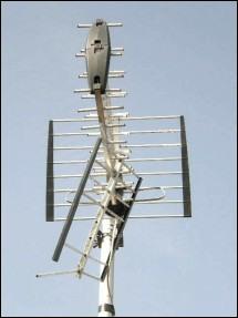 MUX Magician economy Tri Boom aerial falling apart 287H border L10 21kB