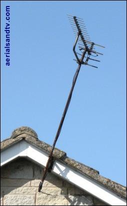 Diagonally polarised TV aerial 411H L5